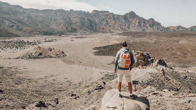 how to choose the perfect eco backback man with Bagmaya bag looking to horizon